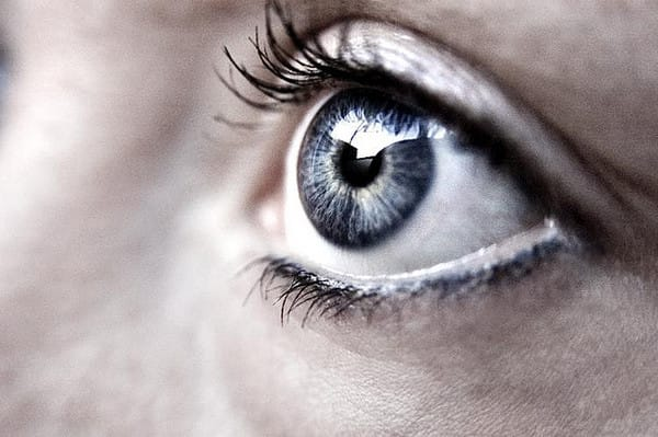 Tips to Overcome Fear of Inserting Contact Lenses