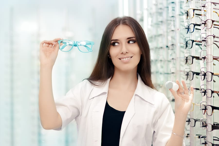 Glasses or Contact Lenses—Which is Right for You?